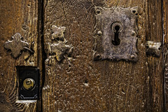 The newest and the oldest (Ignacio M. Jimnez) Tags: door wood old espaa brown spain puerta madera lock andalucia jaen andalusia marron viejo cerradura ubeda beltrandelacueva