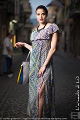 IMG_4729 (traccediscatti) Tags: donna blu moda persone giallo fantasia borsa stile abito sera ragazza gamba stoffa modella abbigliamento vestito eleganza lunngo
