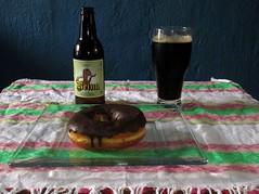 Cerveza y rosquilla (beer & donut)  (Xic Eseyosoyese (Juan Antonio)) Tags: mxico canon de is reina bravo y chocolate cerveza valle powershot una con tarde dona oscura sabor chida sx170