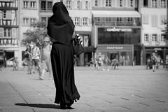 Black elegance... (Periades) Tags: street blackandwhite bw black girl blackwhite noir noiretblanc streetphotography nb human fille photoderue streethuman