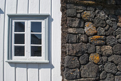 Grenjaarstaur, Iceland (Tiphaine Rolland) Tags: wood houses window grass stone iceland nikon pierre maisons 1855mm 1855 fentre bois herbe islande 2016 d3000 grenjaarstaur nikond3000