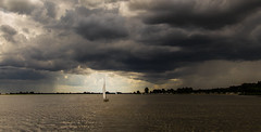 Hollandwetter (Juergen Huettel Photography) Tags: clouds sky dark wolken water lake sea boat sailing jhuettel