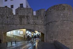 Pescola - Puerta en la muralla (CarlosJ.R) Tags: espaa castillo castelln murallas pescola