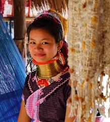 Young woman of the Karen tribes. Thailand (joseluis.cueto) Tags: portrait woman girl canon thailand eos mujer asia chica retrato young tailandia karen longneck joven chiangrai 6d padaung kayan kayin karenni 2470f4 canon6d