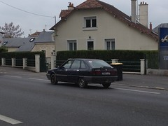 Renault 21 phase 2 de 1992 7060 TJ 37 - 22 mai 2013 (Boulevard Jean Jaures - Joue-les-Tours) (Padicha) Tags: auto new old bridge france water grass car station electric truck river french coach ancient automobile eau indre may police voiture ruine cher rest former 37 nouveau et loire quai franais nouvelle vieux herbe vieille ancienne ancien fleuve nationale vehicule lectrique reste gendarmerie gazon indreetloire franaise pave nouveaut vhicule utilitaire restes vgtalise letramdetours padicha