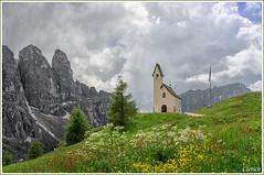 Selva di Val Gardena - Chiesetta alpina al Passo Gardena ( 2.121 m) (cicrico) Tags: explore sdtirol altoadige valgardena sudtirolo gadertal selvadivalgardena coth5