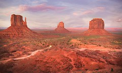 IMG_8916 Monument Valley Utah The Navajo Nation (Bettina Woolbright) Tags: sunset red summer arizona orange southwest rock utah sand butte indian september valley navajo monumentvalley pinnacle reddirt navajonation 35l tribalpark merrickbutte leftmitten rightmitten viewhotel bettinawoolbright woolbr8stl theviewhotel 5d3