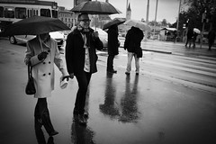 having fun despite the rain (gato-gato-gato) Tags: street november winter schweiz flickr strasse streetphotography olympus pointandshoot streetphoto zuerich sonntag regen autofocus streetphotographer mft zueri streetpic gatogatogato microfourthirds wwwgatogatogatoch streettogs olympusomdem5 bewlkt