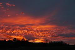 """Le coeur de l'embrasement au zoom et sans autre """"trucage"""". (Marie-Hélène Cingal) Tags: sunset sky france clouds ciel 40 nuages coucherdesoleil landes sudouest aquitaine cagnotte paysdorthe"""