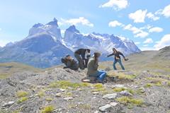 Contra el viento (Daniel.Lgnes) Tags: chile mountain mountains lakes lagos torresdelpaine montaa montaas parquenacionaltorresdelpaine amargalagoon