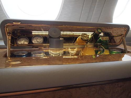 エミレーツA380ファーストクラス機内のミニバー
