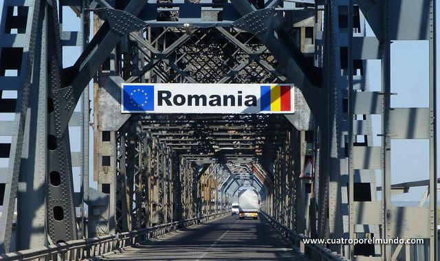 Pasando el puente sobre el Danubio para entrar en Rumanía