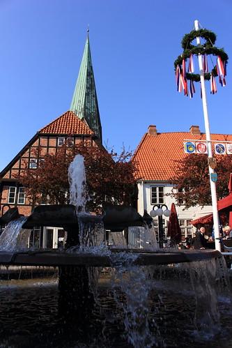"""Eutiner Markt (02) Marktbrunnen und St. Michaelis-Kirche • <a style=""""font-size:0.8em;"""" href=""""http://www.flickr.com/photos/69570948@N04/26751535970/"""" target=""""_blank"""">View on Flickr</a>"""