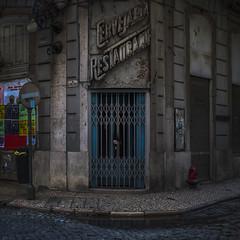 Cervejara (Julio Lpez Saguar) Tags: juliolpezsaguar conversacionesensilencio talkinginsilence concepto concept calle street lisboa portugal cervecera cervejara cerrado closed crisis urbano urban local