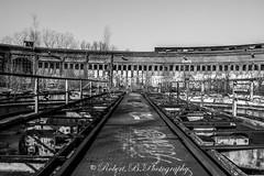 Lost Places Berlin Pankow (Robert.B. Photography) Tags: berlin overgrown monochrome architecture train natural steel natur rail zug turntable rack architektur sw bahn schiene stahl drehscheibe gestell lostplaces einfarbig verwachsen verloreneorte