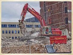 Leiden Centraal (gill4kleuren - 11 ml views) Tags: colors demolish leiden workers centraal