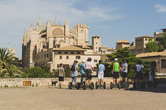 Segway (eLuVeFlickr) Tags: travel viaje espaa spain nikon catedral segway mallorca palma islas baleares ruedas turistas cadedral d7000 eluve eluveflickr