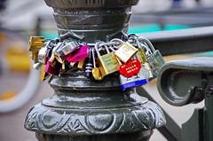 Paris Juin 2016 - 138 sur le Pont des Arts (paspog) Tags: paris france seine cadenas arts pont padlocks pontdesarts