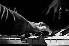 Hand, rehearsal, Festival Echos 2016 (Davide Tarozzi) Tags: music reflection hand rehearsal piano pianist riflesso prove voltaggio conventoequadreriadeifraticappuccini annamiernik festivalechos2016