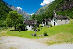 DSC_5182 (rayds2016 Photo) Tags: tessin suisse svizzera turismo montagna vallemaggia nikond3200 nuclei svizra valbavona villaggi faedo cantonticino hoyafilter robiei polarizercircular nikon18105 leterrevalbavona