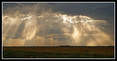 PLUIE DE LUMIERE (Odile ENTRE MER ET MONTAGNE) Tags: nature landscape ciel lumiere aragon nuages espagne