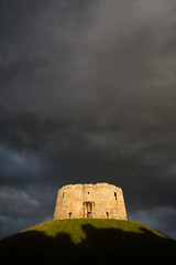 Clifford's Tower (jimoftheday) Tags: york england unitedkingdom yorkshire gb cliffordstower canonef1740mmf4lusm darkskies goodlight