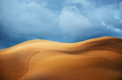 Tuscan Minimalism III (Philipp Klinger Photography) Tags: trip morning italien light shadow vacation sky italy cloud brown sun holiday storm abstract nature field bronze clouds dark