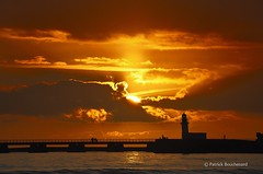 Rougeyant / Glowing (patoche21) Tags: sunset sun sunlight france coast soleil nikon 85 couchant vendée d300 littoral 18200mm sablesdolonne paysdelaloire lumièresolaire paysageurbain capturenx2 patrickbouchenard