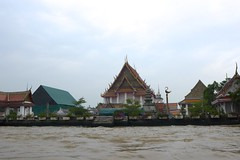 Un temple au bord de l'eau (Bruno-Edouard Perrin) Tags: architecture temple canal eau bangkok wat thonburi khlong