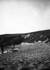 A41 (Guillermo Santander) Tags: ocean sea people blackandwhite black blancoynegro blanco beach canon mar sand gente negro playa arena half demi format medio fotograma demiee28