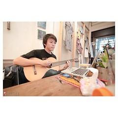 เพลงความคิด คอร์ดง่ายกว่าที่คิด 555 ร้านนี้เป็นสตูแต่งรูปไปละ 555 @sundaybaby #6d #guitar #canon #thailand #bangkok