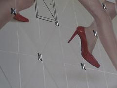 avanzando (Roberto Urios) Tags: paris shoe zapatos scarpe chaussures scarpa parigi zapato