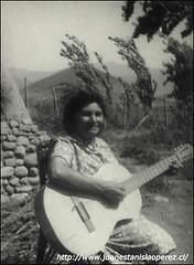 Sra. Alicia Arias, cultora de la música y danzas tradicionales. Salamanca, Valle del Choapa, IV Región, Semana Santa de 1978.
