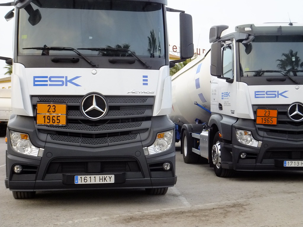The world 39 s newest photos of algeciras and truck flickr for Mercedes benz espana