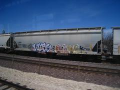 WYSE & GLOE (Billy Danze.) Tags: chicago graffiti d30 freight gloe wyse