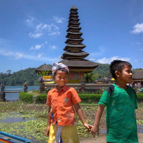 Best #friends at Ulun Danu Temple. #Bali's central highlands. #BFF #travel #wishyouwerehere #instagood #indonesia #adventure #instapassport #passportready  #passion