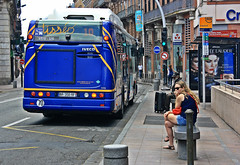 Paradero (Campanero Rumbero) Tags: street city trip travel france bus calle day ciudad dia stop toulouse turismo francia transporte publico paradero