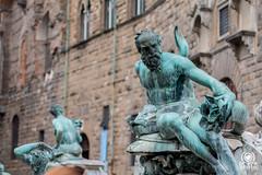 Fontana del Nettuno (andrea.prave) Tags: toscana tuscany toscane toskana     florencia florence     florenz italia italy      italie italien statue      esttua  estatua heykel scultura  sculpture skulptur escultura    piazzadellasignoria fontana nettuno fountan neptune