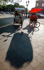 Berlin, Mai 2016: Siegessule. Vogel mittig. (killerhippie foto) Tags: berlin deutschland orte siegessule rikscha gegend rikschafahren