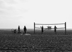 Fun in Venice (Marisa Sanders Photography) Tags: canon canon7d california cali adventure adventures explore beach ocean venice blackandwhite bw monochrome outdoor water silhouette