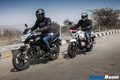 Honda-Unicorn-150-vs-Bajaj-V15-06