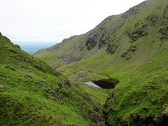 Looking back down at Lough Cummeenmore, the Bone on the right. - DSC06636 (JJC2008) Tags: eisc chuillinn reeks kerry bishopstown bhc gully