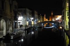 Chiggia bei Nacht (aNNa schramm) Tags: wasser boote brcke lichter nachtaufnahme arkaden laternen chiggia