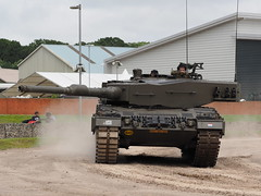 Leopard 2 (Megashorts) Tags: uk england dutch museum war tank military olympus leopard armor dorset pro fighting mbt armour armored f28 tankmuseum omd bovington em1 armoured 2016 40150mm bovingtontankmuseum mzd leopard2 tankfest leopard2a4 royalnetherlandsarmy thetankmuseum bovingtonmuseum tankfest2016
