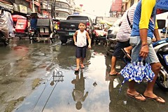 manila street scenes (DOLCEVITALUX) Tags: street reflections outdoor philippines group streetphotography vehicles busy manila streetchildren streetscenes canonpowershotsx50hs
