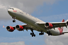 'VS401Y' (VS0401) DXB-LHR (A380spotter) Tags: approach landing arrival finals shortfinals threshold belly airbus a340 600 gvred scarletlady airbornoctober2006 virginatlantic vir vs vs401y vs0401 dxblhr runway27l 27l london heathrow egll lhr