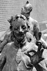 Kaal, Lui, Lekker en Hovaardig (Rick & Bart) Tags: city sculpture art statue canon belgium bald tasty pride lazy roland lui lekker limburg rens kaal maaseik rickbart thebestofday gnneniyisi rickvink eos70d hovaardig