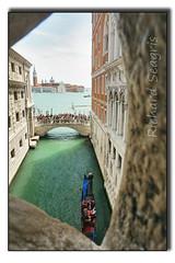 From the Bridge of Sighs (seagr112) Tags: bridge venice italy europe bridgeofsighs venezia gondolier gondolas sonya6000 riodesansulan