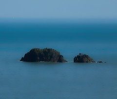 Blue (dorrisd) Tags: blue sea sky seascape water coast travels rocks blauw raw view horizon coastal devon distance nationaltrust channel gulfstream topaz reizen kust zeilschip sailship rotsen zeegezicht photomix coletonfishacre canon70200mm swcoastpath flickraward pe11 goldstaraward thebestofday gnneniyisi canoneos5od bestevergoldenartists mienekeandewegvanrijn