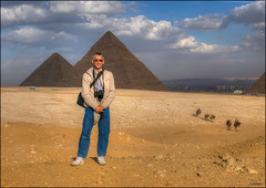 (1742) Giza Pyramids (QuimG) Tags: portrait people paisajes geotagged golden landscapes gente retrato egypt olympus egipto gent egipte retrat paisatges aljzah specialtouch quimg quimgranell joaquimgranell afcastell obresdart